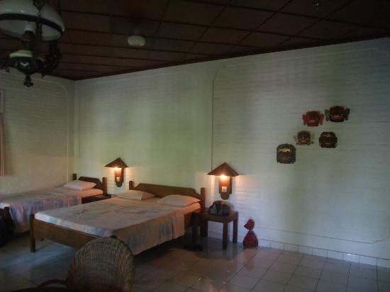 Rini Hotel: our room