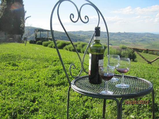 podere santa francesca : Having a Vino Nobile in the garden