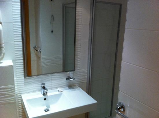 Aminess Maestral Hotel: bath