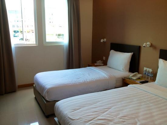 Hotel Asia Langkawi: Basic triple room on the 2nd floor..
