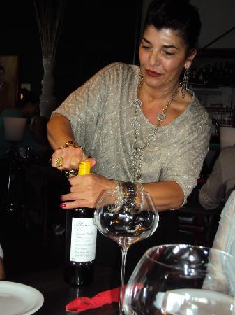 Trattoria A Proposito : our gracious and warm hostess opening one of the many bottles we shared that night;-)
