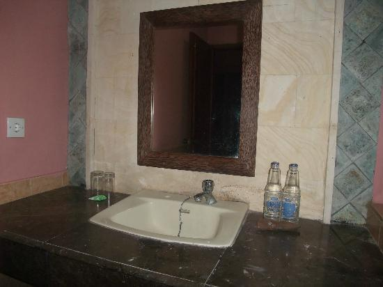 Hotel Celuk Agung: bathroom