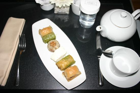 Grand Hyatt Istanbul: welcome treat - Turkish sweets and tea, nice