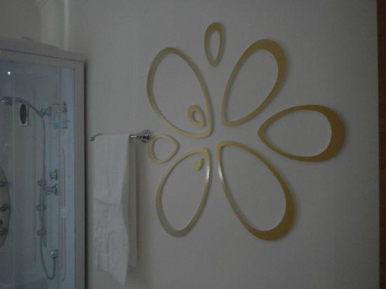 Fleur de Lis: Bathroom art...