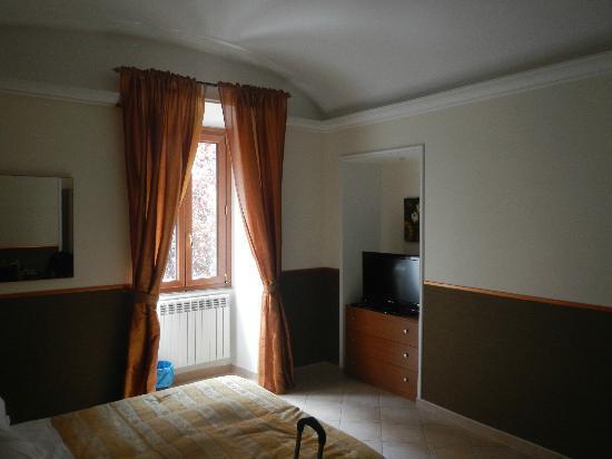 Fleur de Lis: The Room