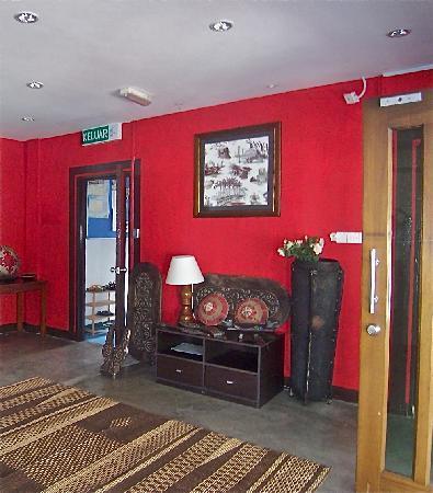 Pinnacles Kuching Lodge: Entrance Hall