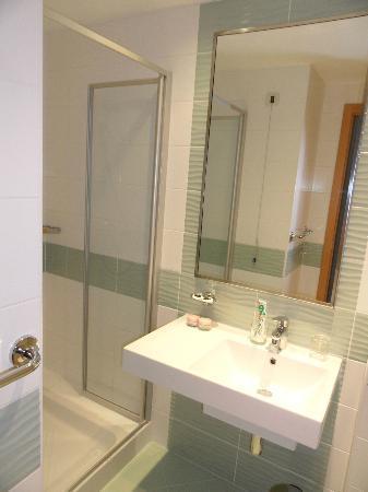 Aminess Maestral Hotel : große Dusche