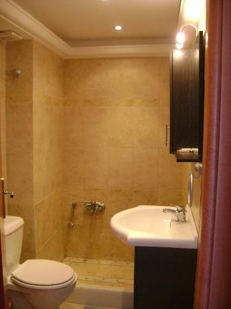Serifos Palace: μπάνιο
