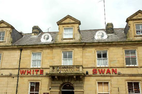 The White Swan Hotel: Front of hotel.