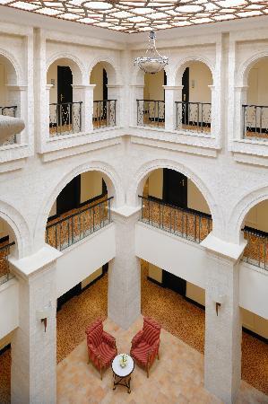 Petra Marriott Hotel: Atrium