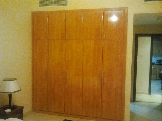 Baity Hotel Apartments: Wardrobe