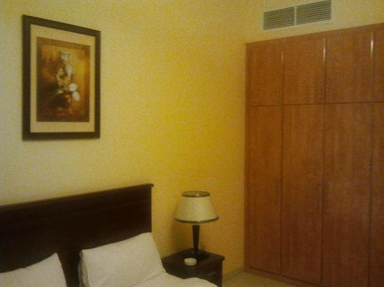 Baity Hotel Apartments: Bedroom - Wardrobe