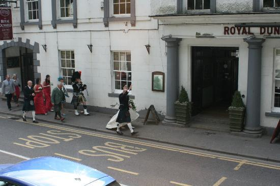 The Royal Dunkeld Hotel: Wedding party arriving at the hotel