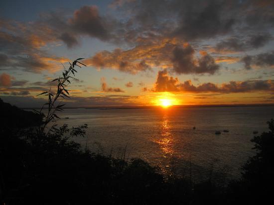 Villa-Bahia Apartments: Es ist herrlich, den Sonnenuntergang vom Garten aus zu beobachten!