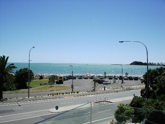 The Sands Nelson: View from balcony on 2nd floor looking out to Tahunanui Beach