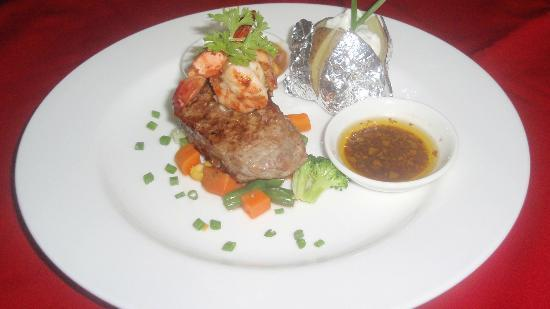 Rib Restaurant: steak n prawns