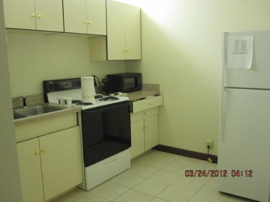 Comfort Inn & Suites Athens: Full-sized Kitchen