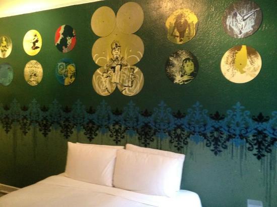 Hotel des Arts: room 406