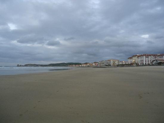 Hotel Uhainak: Hôtel Uhaïnak à Hendaye, vue panoramique de la plage