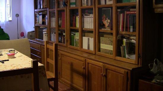 Casa Podere San Firenze: libreria