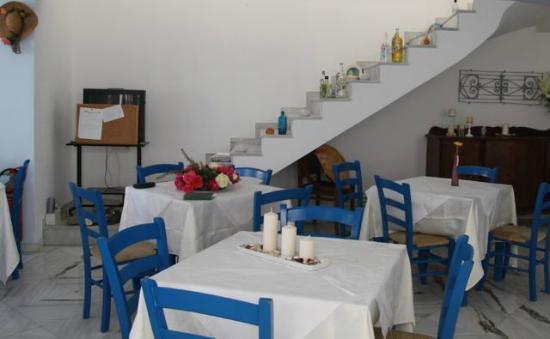 Thalia Hotel: Simple, clean dining room