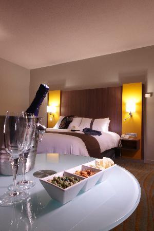Tassin-la-Demi-Lune, France : room-service