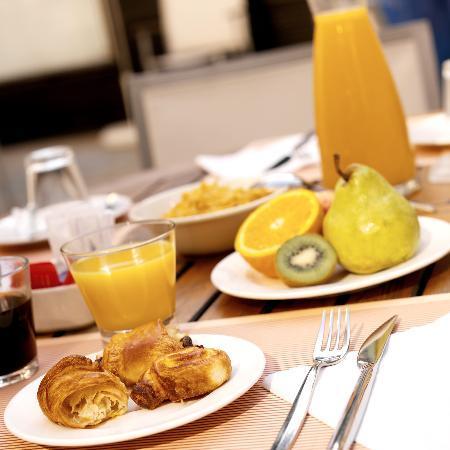 Holiday Inn Lyon-Vaise : petit-déjeuner en terrasse