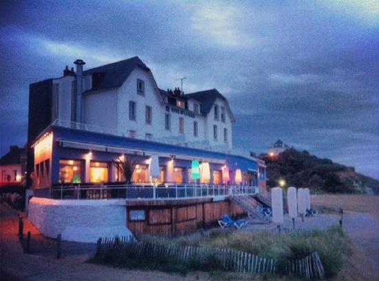 Best Western Hotel De La Plage : Night view from the beach