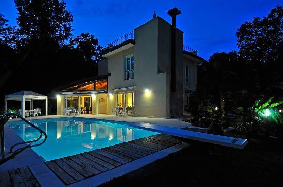 Villa Viviana in notturna