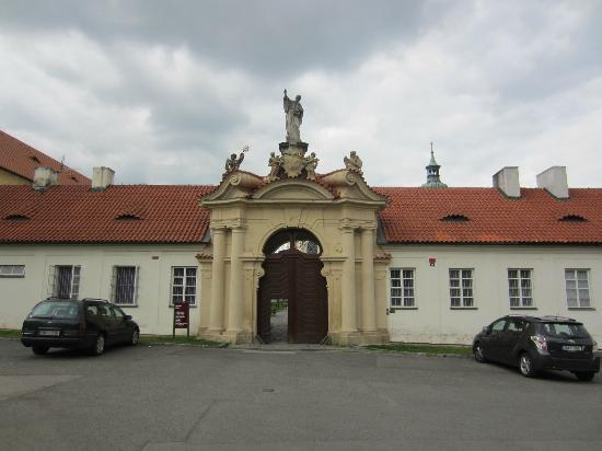 Hotel Adalbert: Front entrance