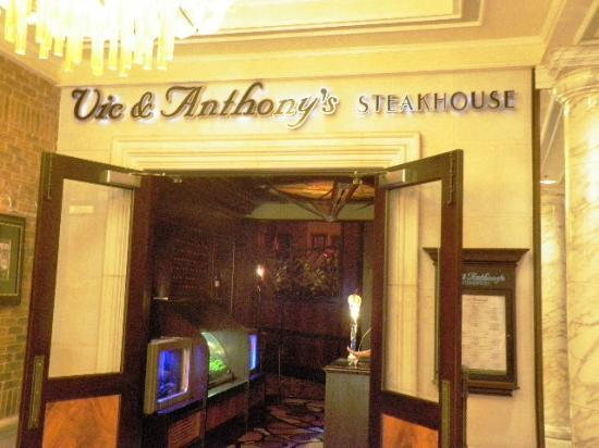 Vic & Anthony's Steakhouse: Entrance