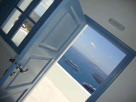 Irini's Villas Resort: outside our door