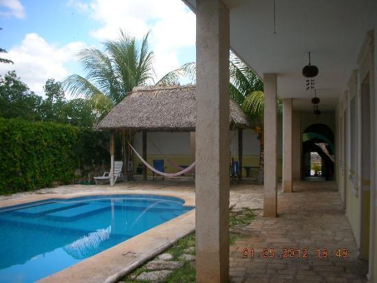 Hotel Tunich Beh: Poolside