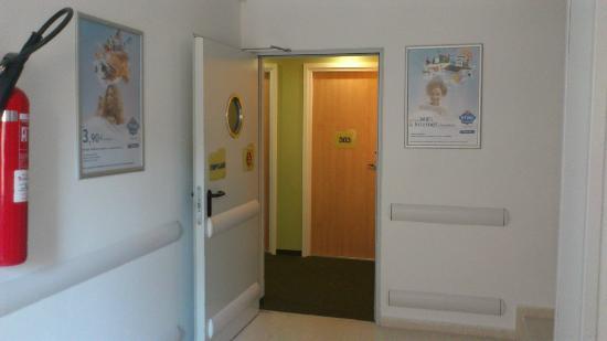Ibis budget Malaga Centro: Acceso a pasillo de habitaciones