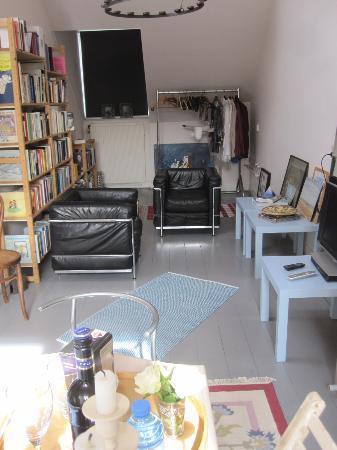Salomon's Room: Books! and seating area