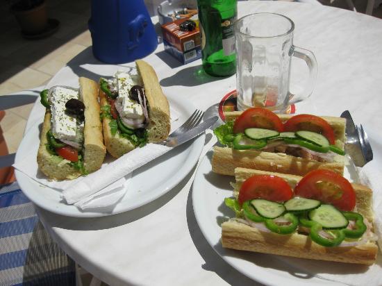 Angyra Apartments: Værtens lækre sandwich