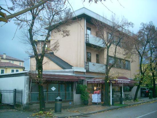 Alla Bianca Hotel Trattoria Bar: l'ingresso dell'hotel