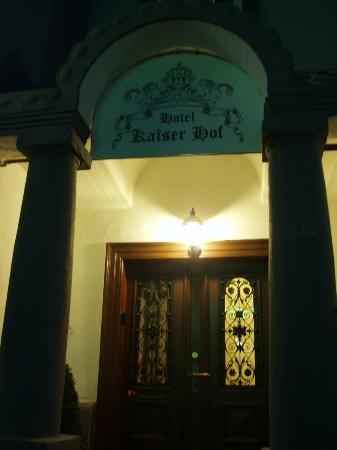 Hotel Kaiser Hof: outside of main entrance