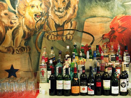 The Red Lion Inn- The Lion's Den pub