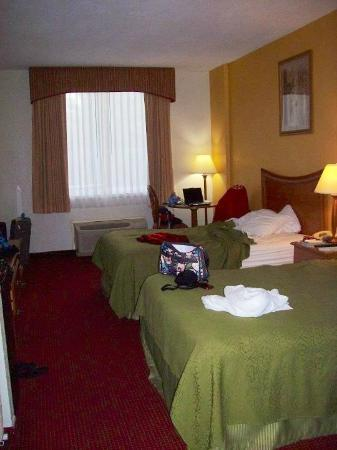 Quality Inn & Suites: Our room