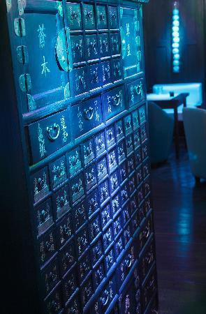Meuble chinois picture of kambodgia paris tripadvisor for Meuble chinois paris