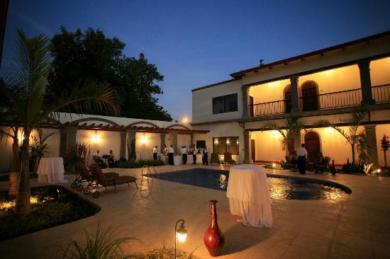 Hotel Los Portales: Pool Area