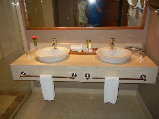 Secrets Royal Beach Punta Cana: Bathrooms
