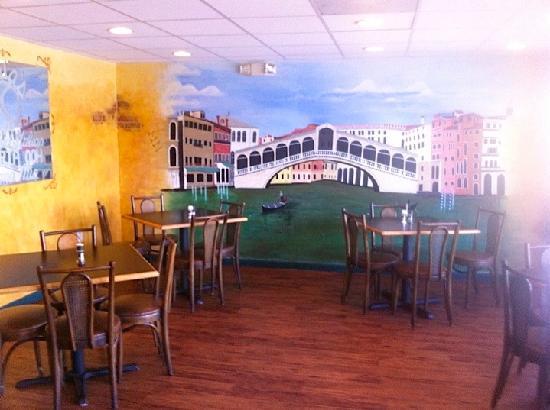 Maria's Pizzeria & Restaurant : dining room