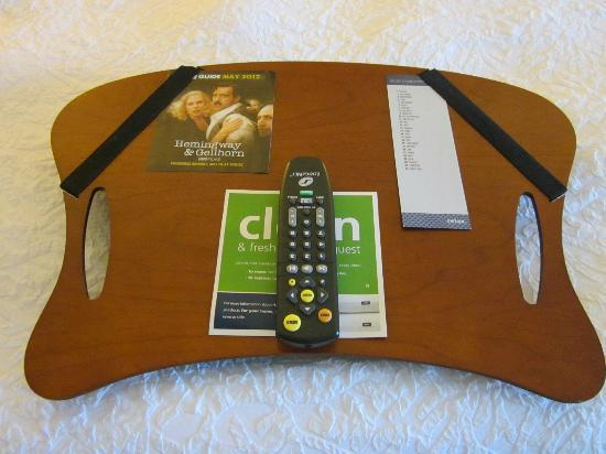 Hampton Inn Chicago Naperville: a laptop holder