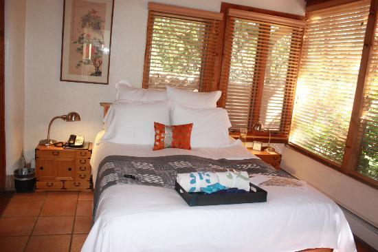 Ten Thousand Waves: Plush bed with flip flops/kimonos/chocolates