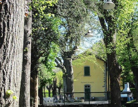 Ristorante e B&B Il Falchetto: a view towards the restaurant