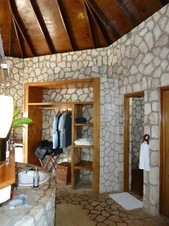 Rockhouse Hotel: Villa dressing area