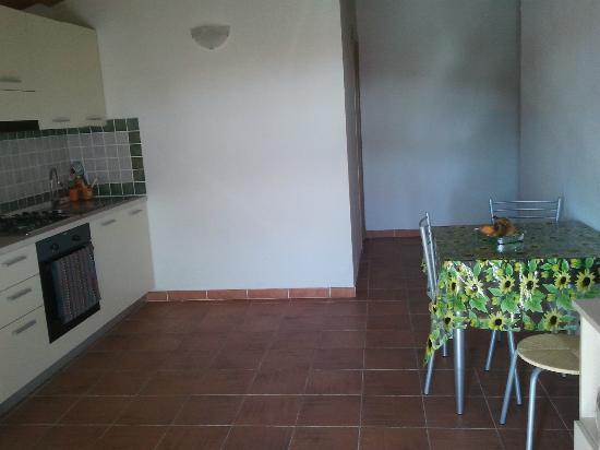 Residence Orizzonti: sala con angolo cottura