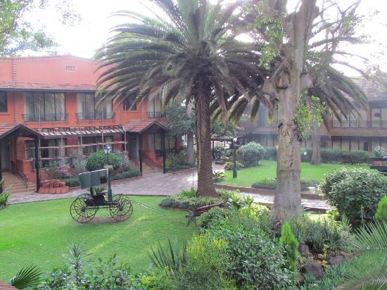 Fairmont The Norfolk: courtyard view